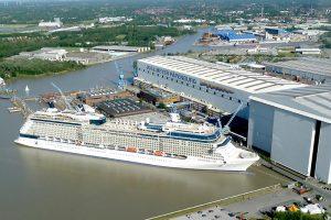 Luftbild von der Meyer Werft in Papenburg